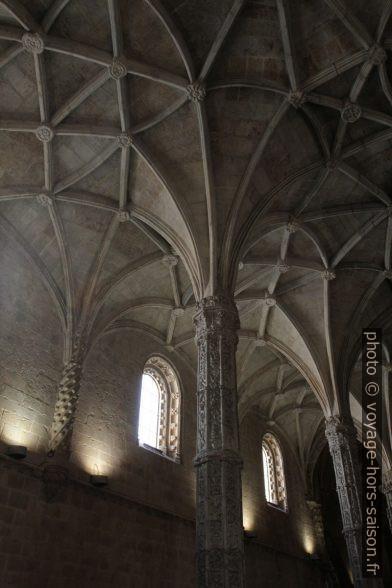 Voûte manuéline de la nef de l'église Santa Maria. Photo © Alex Medwedeff