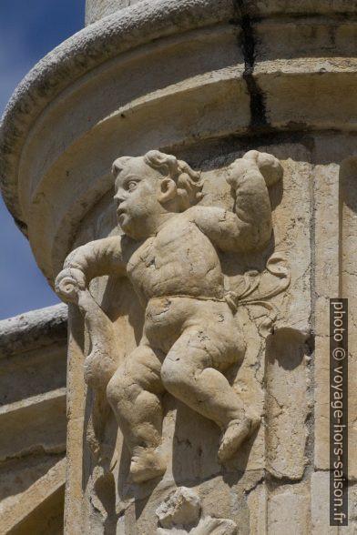 Ange dodu de l'étage supérieure du Monastère des Hiéronymites. Photo © André M. Winter