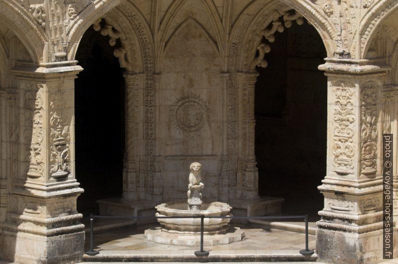 Fonte de leão do Mosteiro dos Jerónimos. Photo © André M. Winter