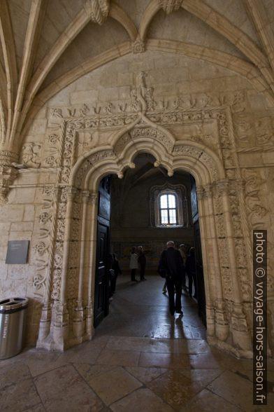Porte du réfectoire dans le cloître du Monastère des Hiéronymites. Photo © André M. Winter