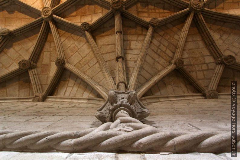 Voûtes du réfectoire du Monastère des Hiéronymites. Photo © André M. Winter