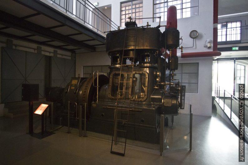 Générateur électrique de 1925 exposé dans la Central Tejo. Photo © André M. Winter