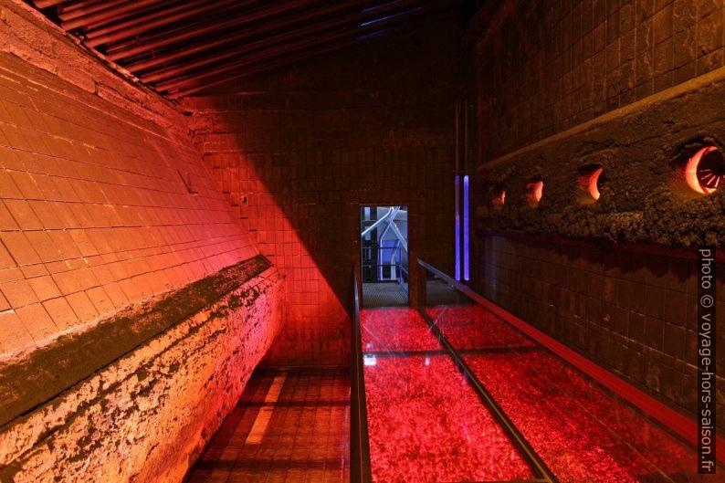 À l'intérieur de la chambre à combustion d'une chaudière de Babock & Wilcox. Photo © André M. Winter
