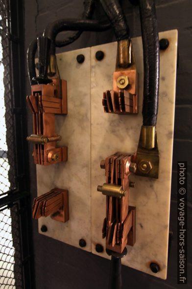 Interrupteur en cuivre pour intensités importantes. Photo © André M. Winter