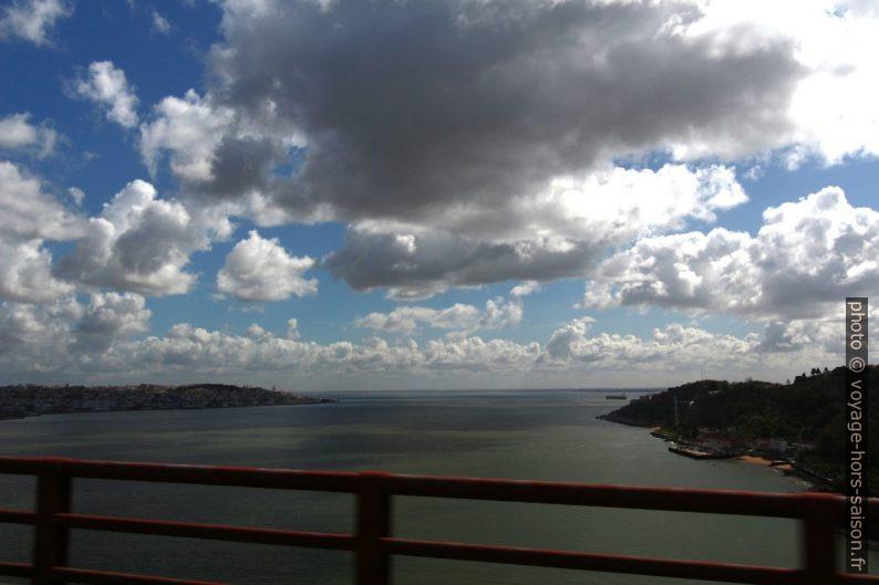 Le tage vu du Ponte 25 de Abril. Photo © André M. Winter