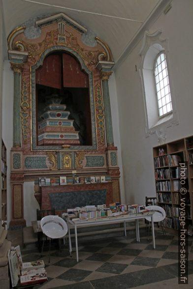 Autel de la Igreja de São Tiago. Photo © Alex Medwedeff