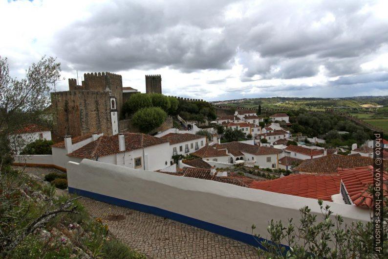 Le château et la ville intra muros Óbidos. Photo © André M. Winter