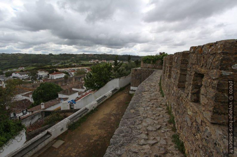 Muraille de Óbidos sans rambarde. Photo © André M. Winter