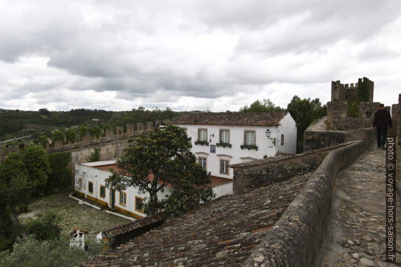 Maison de maître encastré dans les murailles au sud de Óbidos. Photo © André M. Winter