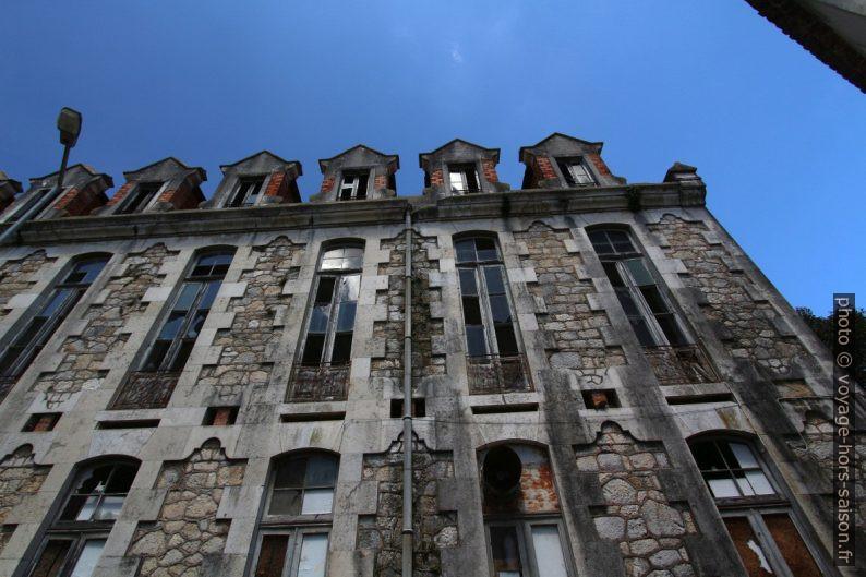 Pavillons en ruine du parc hospitalier thermal de Caldas da Rainha. Photo © André M. Winter