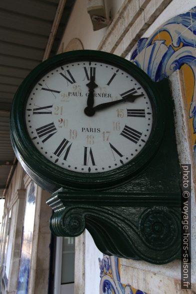 Horloge de Paul Garnier à chiffres romains de 12 et 24 heures ajoutés. Photo © André M. Winter
