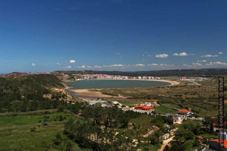 Baie de São Martinho do Porto vue du sud-ouest. Photo © André M. Winter