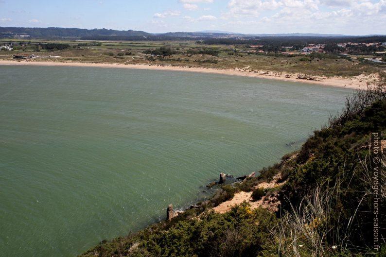 Partie sud-ouest de la baie de São Martinho do Porto. Photo © Alex Medwedeff
