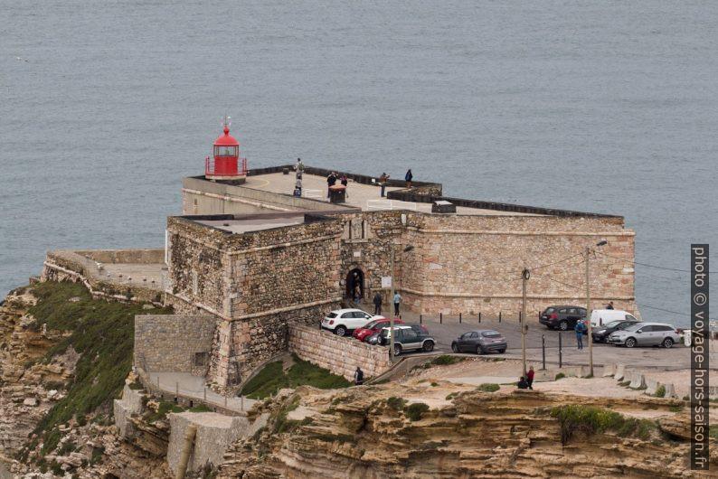 Forte de São Miguel Arcanjo e farol da Nazaré. Photo © André M. Winter