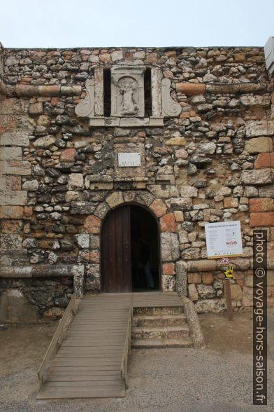 Entrée du Forte de São Miguel Arcanjo. Photo © Alex Medwedeff