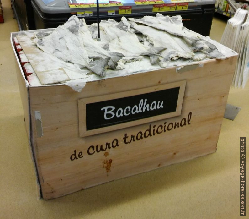 Vente de Bacalhau dans un supermarché. Photo © André M. Winter
