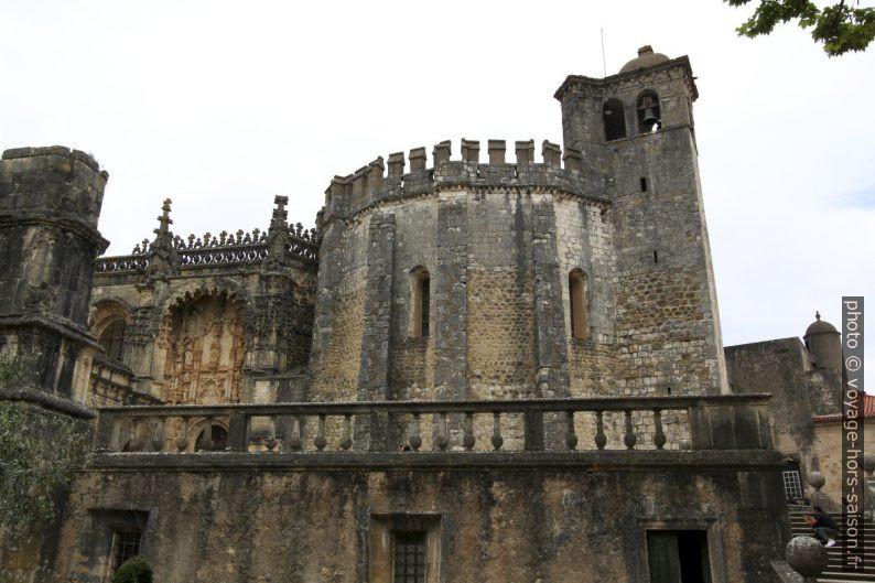 Portail d'entrée et la tour polygonale du couvent du Christ. Photo © André M. Winter