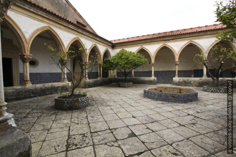 Claustro do Cemitério. Photo © André M. Winter