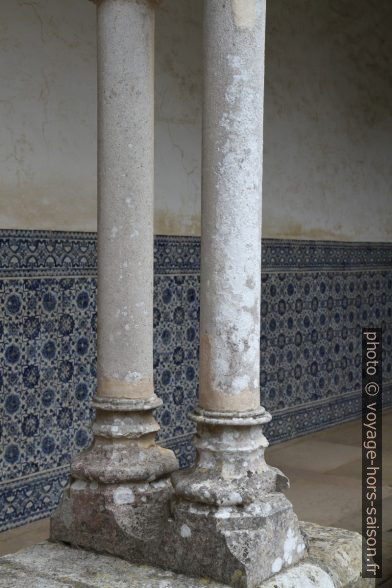 Colonnes fines du Claustro do Cemitério. Photo © Alex Medwedeff