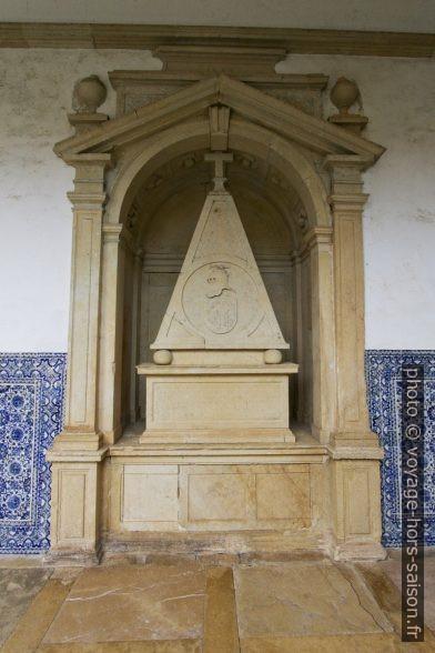 Tombe de Pedro Álvares Seco de Freitas. Photo © André M. Winter