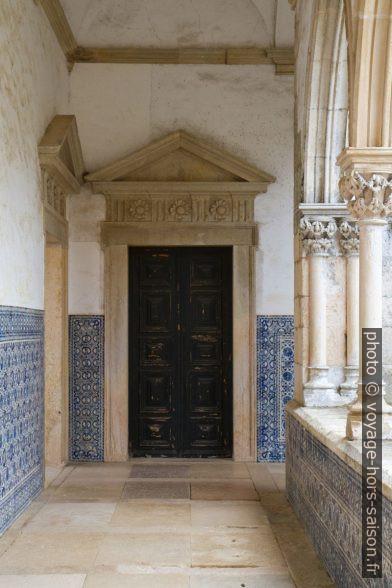 Porte dans le Claustro do Cemitério. Photo © Alex Medwedeff