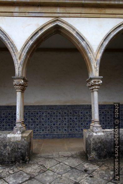Arcade du Claustro do Cemitério dans le Convento de Cristo. Photo © André M. Winter