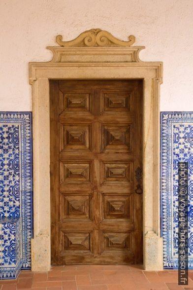 Porte dans le Claustro do Lavagem. Photo © Alex Medwedeff