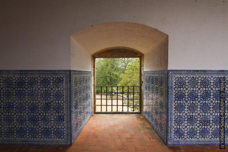 Une ouvertures au sud du Claustro do Lavagem. Photo © André M. Winter