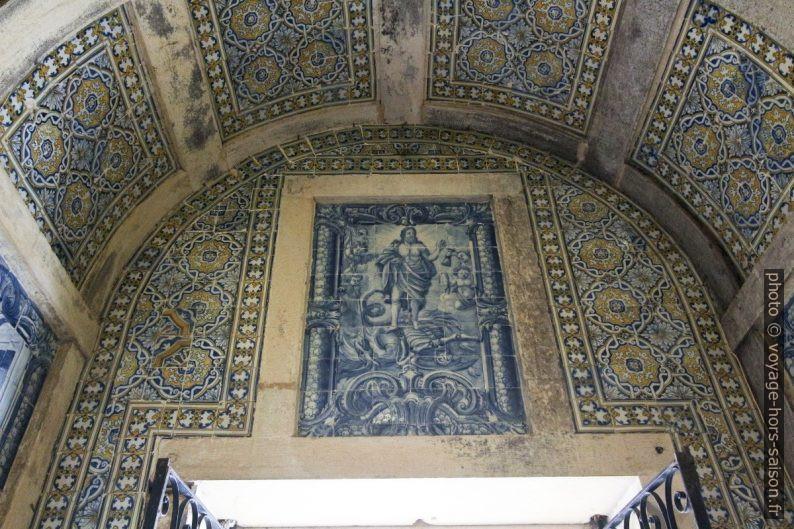 Tableau d'azulejos dans la Capela dos Portocarreiros. Photo © André M. Winter
