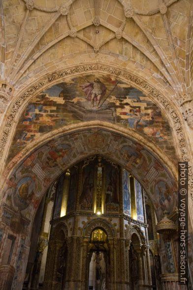 Accès gothique à la Rotonde du Couvent de l'ordre du Christ. Photo © Alex Medwedeff
