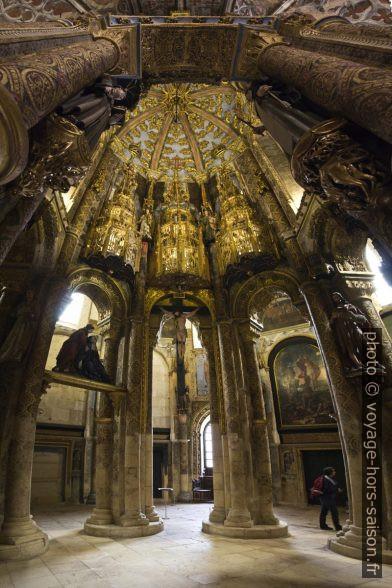Vue sous la structure octogonale de la Rotonde du Couvent de l'ordre du Christ. Photo © André M. Winter