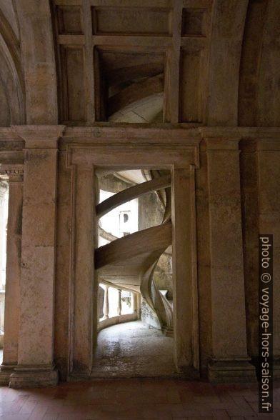 Un escalier hélicoïdal du Claustro de D. João III. Photo © André M. Winter