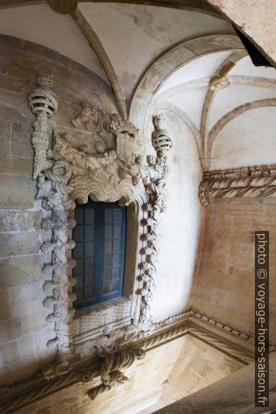 Fenêtre manuéline latérale de la nef de l'église du Couvent de l'ordre du Christ. Photo © André M. Winter