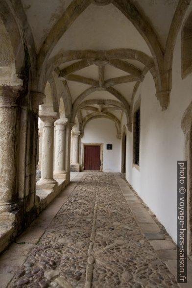 Couloir du niveau inférieur du Claustro da Hospedaria. Photo © Alex Medwedeff