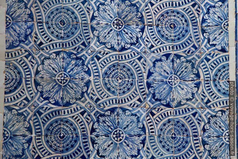 Azulejos du 17e siècle dans le grand dortoir du Couvent de l'ordre du Christ. Photo © Alex Medwedeff