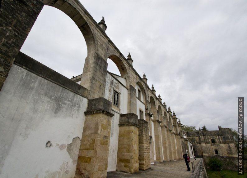 Aqueduto do Convento de Cristo. Photo © André M. Winter