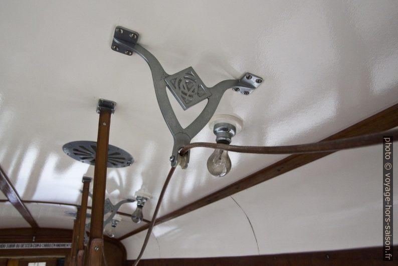 Système de signal par corde dans une rame du tramway de Coimbra de 1928. Photo © André M. Winter