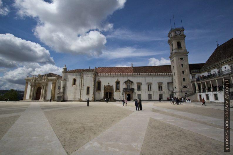 Biblioteca Joanina, Capela de São Miguel e la Torre da Universidade. Photo © André M. Winter