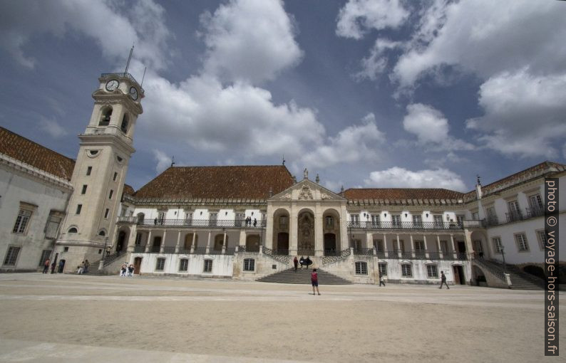 Côté représentatif du Pátio das Escolas. Photo © André M. Winter