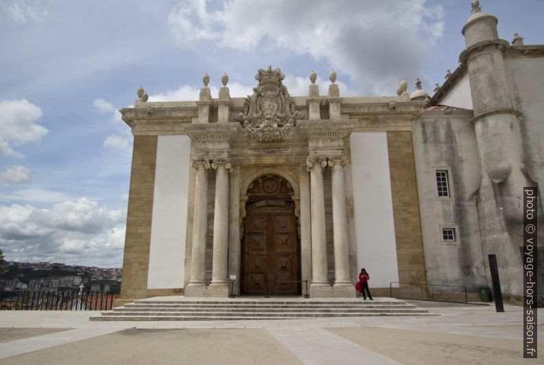 Portail de la Biblioteca Joanina. Photo © André M. Winter