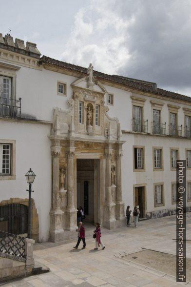 Porta Férrea de l'Université de Coimbra du côté de la grande cour. Photo © André M. Winter