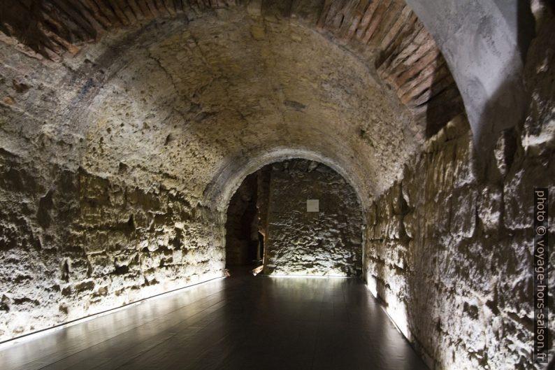 Couloir du cryptoportique de Coimbra. Photo © André M. Winter