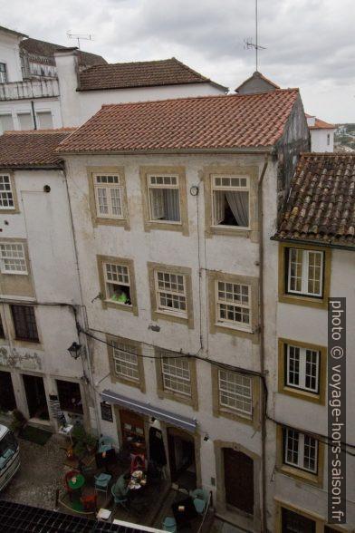 Maison avec café de la Rua Borges Carneiro. Photo © André M. Winter