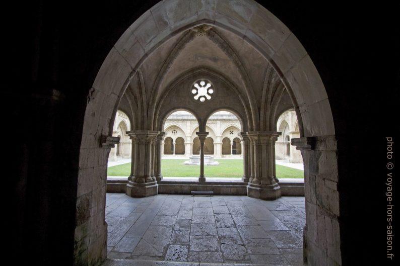 Arcades du cloître de la Cathédrale Velha de Coimbra. Photo © André M. Winter