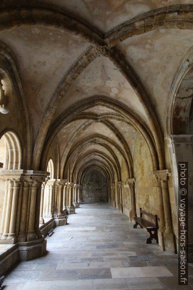 Couloir du cloître de la Cathédrale Velha de Coimbra. Photo © André M. Winter