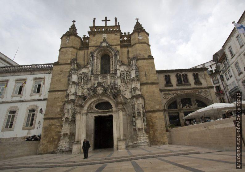 Façade principale réarrangée de la Igreja de Santa Cruz. Photo © André M. Winter