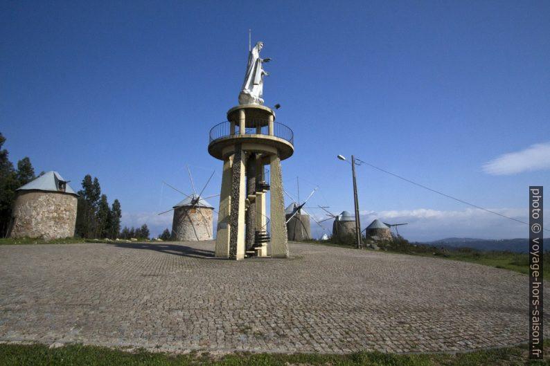 Point de vue avec la statue de la Senhora do Amor. Photo © André M. Winter