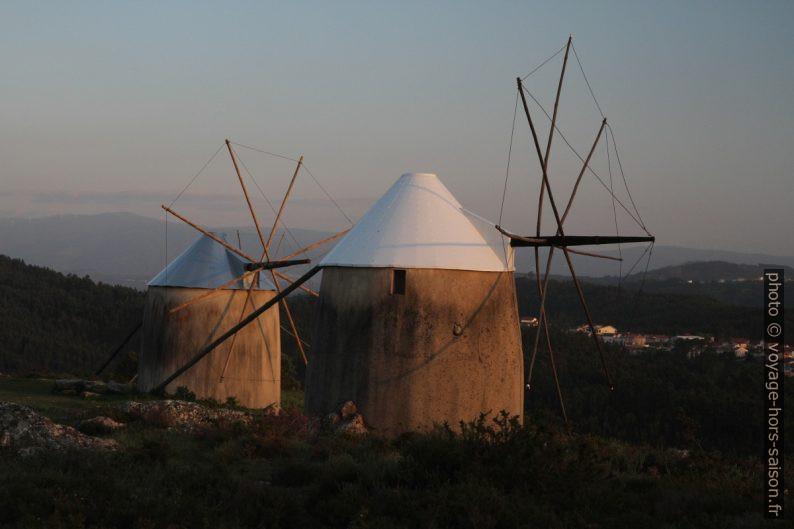 Deux Moinhos de Gavinhos au du coucher du soleil. Photo © Alex Medwedeff
