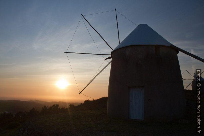 Coucher du soleil dans la plaine vu des Moinhos de Gavinhos. Photo © Alex Medwedeff