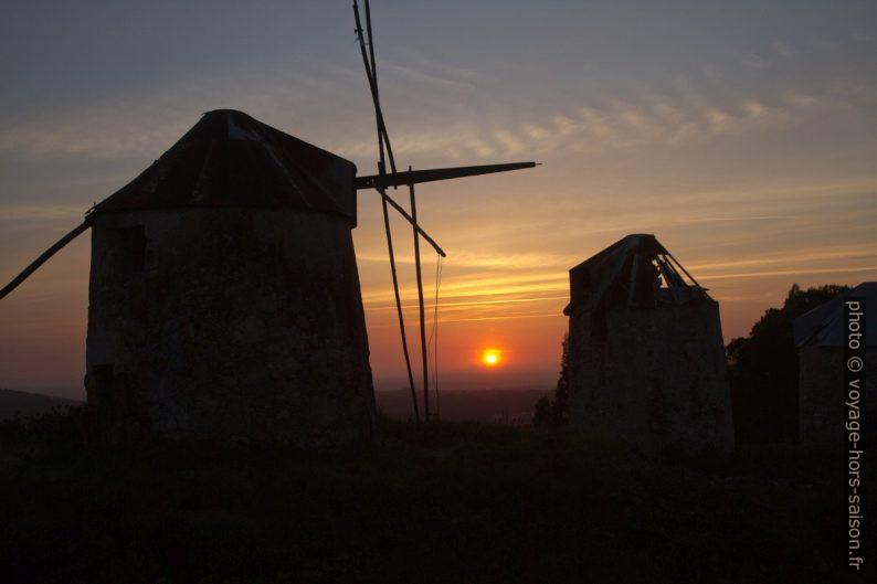 Coucher du soleil aux Moinhos de Gavinhos. Photo © Alex Medwedeff
